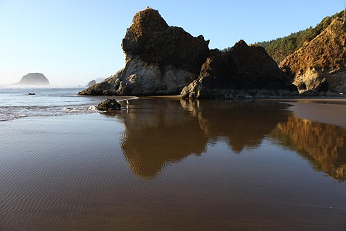 Cannon Beach Oregon Where Rugged Hiking Trails And Hidden Beaches Meet Civilized Elegance S Writers Spread A Quirky Cheery Culture