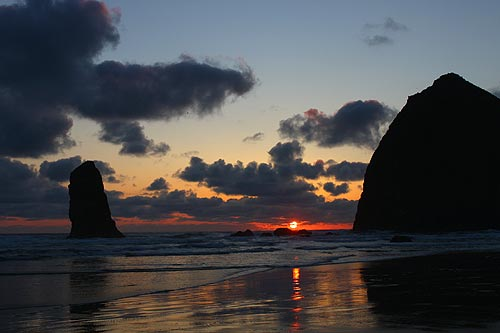 The Science Behind Spring's Stunning Clouds on Oregon Coast