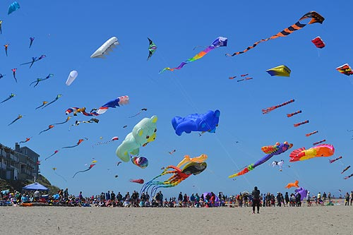 Celebrate Lincoln 2017 >> Trippy Blue Yonder: Psychedelic Kites Dominate Skies at Central Oregon Coast Festival