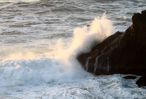 High Winds and Waves for Oregon Coast This Weekend, Flooding Possible