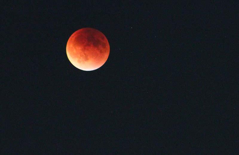 - portl eclipse orangebig2 - Two Space Stations and Supermoon Eclipse Above Oregon, Washington, Coastlines